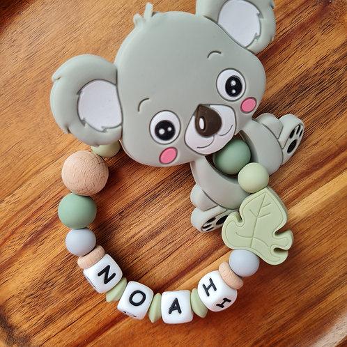 Greifling Beissring personalisiert mit Namen Koala olive Holz Silikon Babygeschenke Wunderdinge