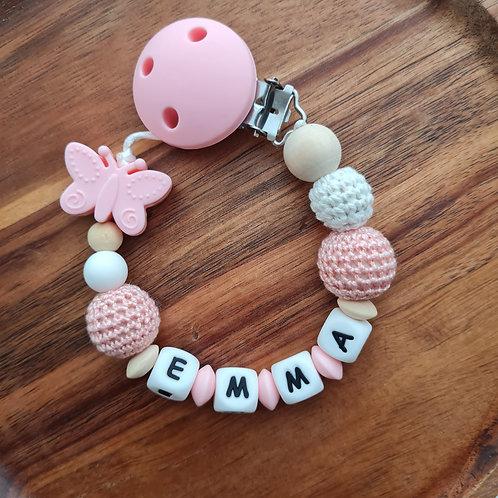 Nuggikette Schnullerkette personalisiert mit Namen rosa Schmetterling Silikon Häkelperle Babygeschenke Wunderdinge