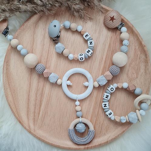 Baby Geschenkset personalisiert mit Name Nuggikette Schnullerkette Greifling Beissring Wagenkette Marmor grau Holz