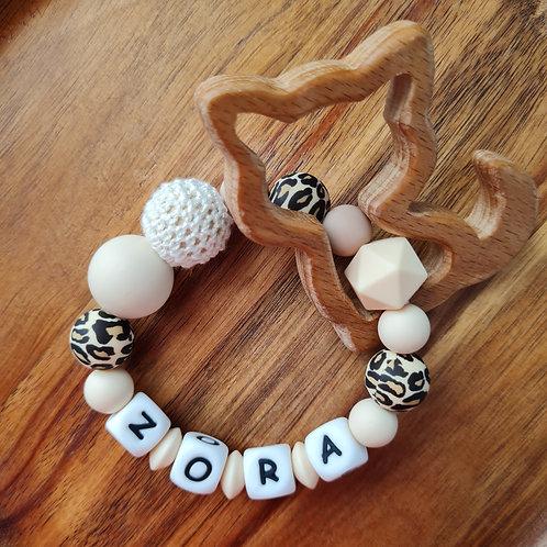 Greifling Beissring personalisiert mit Namen Leopard beige Holz Babygeschenke Wunderdinge