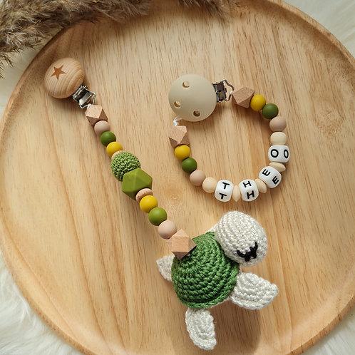 Baby Geschenkset personalisiert mit Name Nuggikette Schnullerkette Wagenkette Anhänger grün Schildkröte Silikon Holz Geburt