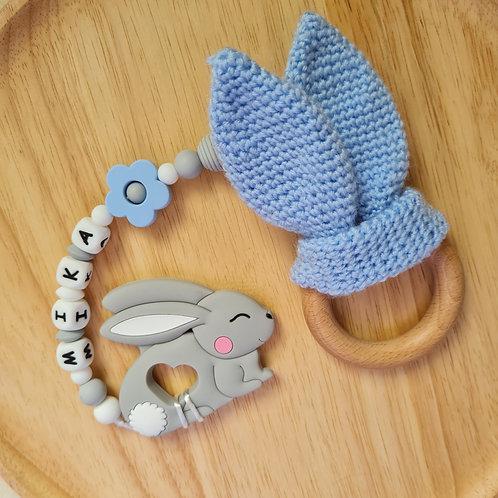 Babygeschenk Geschenkset Baby personalisiert mit Name Beisskette Greifling Hasenohren gehäkelt Hase Silikon Wunderdinge