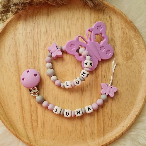 Set Babygeschenke Geschenkset personalisiert Nuggikette Schnullerkette Greifling Beissring lila Schmetterling Wunderdinge