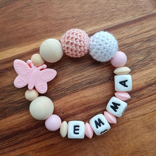 Greifling Beissring personalisiert mit Namen rosa Schmetterling Silikon Häkelperlen Babygeschenke Wunderdinge