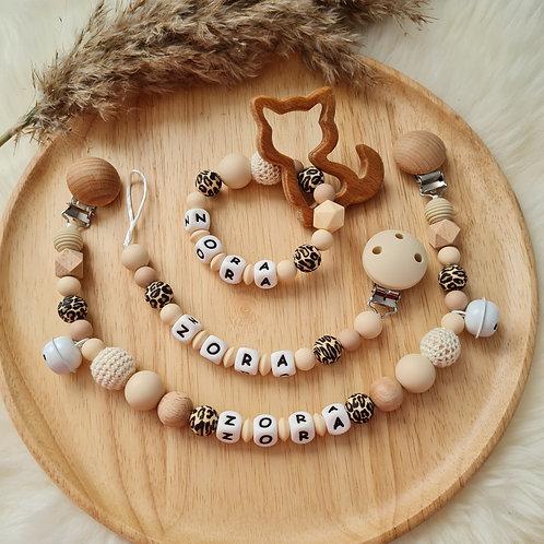 Set Babygeschenke Geschenkset personalisiert Nuggikette Schnullerkette Greifling Beissring Wagenkette Leopard Wunderdinge