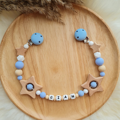 Wagenkette personalisiert mit Namen Sternenhimmel blau weiss Silikon Holz Babygeschenke Wunderdinge