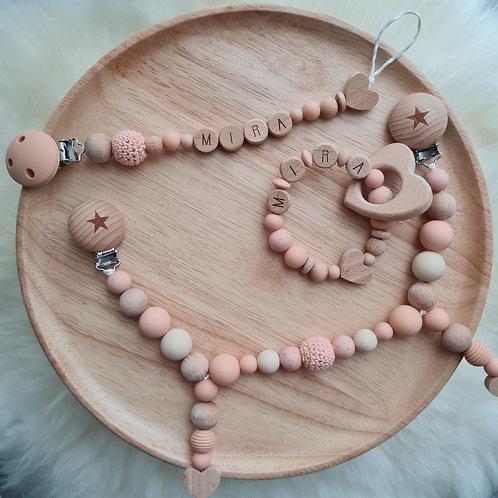 Set Babygeschenke Geschenkset personalisiert mit Namen Pfirsichherz Silikon Holz Wunderdinge