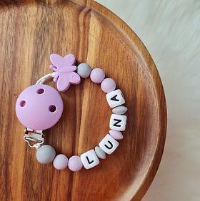 Nuggikette Schnullerkette personalisiert mit Namen Babygeschenke Wunderdinge.jpg