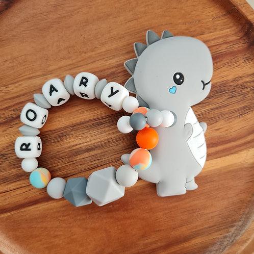 Babygeschenk personalisiert mit Name Greifling Beissring Dino Dinosaurier grau Silikon Geburt Taufe Wunderdinge