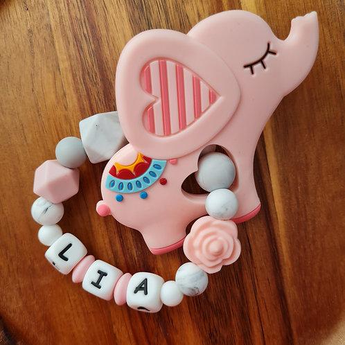 Greifling Beissring personalisiert mit Namen rosa Marmor grau Silikon Babygeschenke Wunderdinge