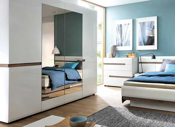 4 Door Robe with mirrors and Internal shelving
