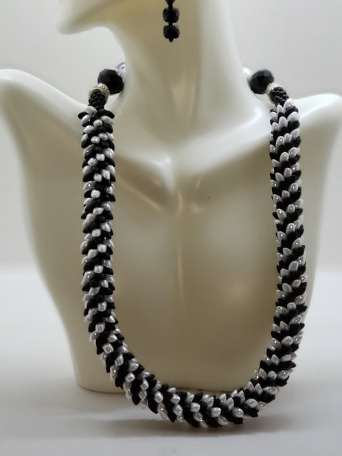 Black and White Classic Necklace & Earring set