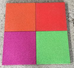 Резиновая плитка из оранжевой, рубиновой, сиреневой и светло-зелёной резиновой крошки
