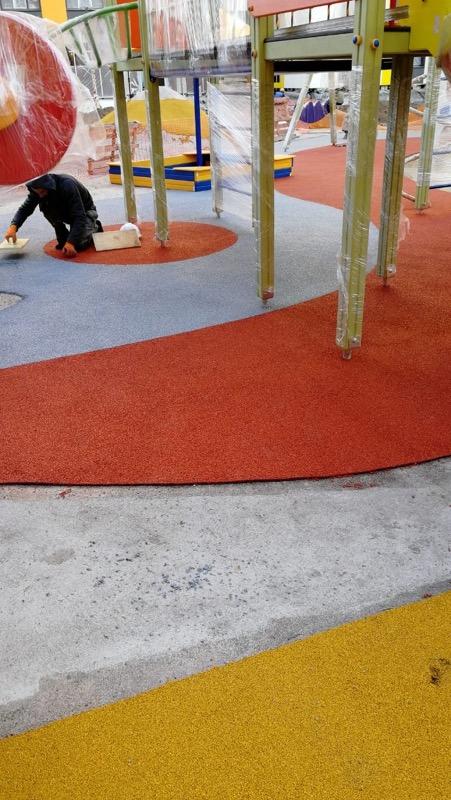 Бесшовное резиновое покрытие из цветной крошки Цветорика