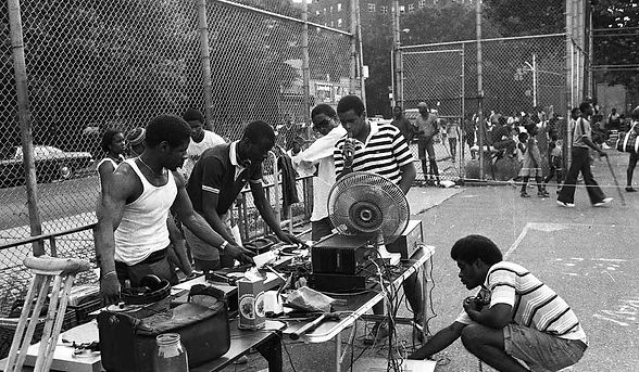 Hip-Hop-History-Bronx-Block-Party-652x39