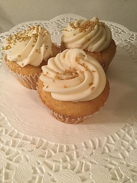 Vanilla Cupcake / Cream Cheese Frosting