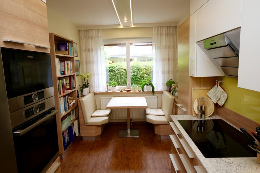 Küche Esstisch Bücherregal