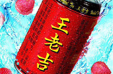 A red drink can with large yellow Chines characters in the middle of the can and small, black Chinese characters on the sides. The can is floating in a pool of blue water.
