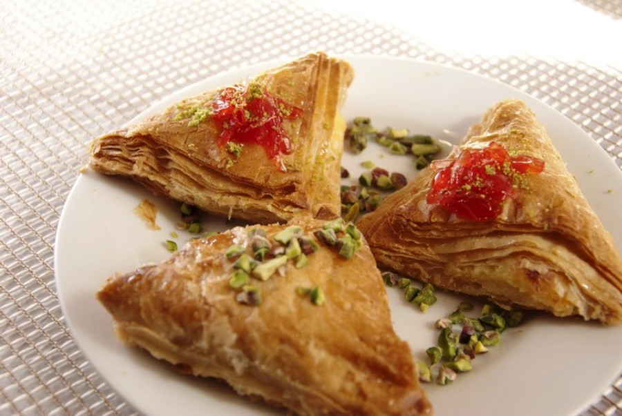 This is a picture of three triangle-shaped Chaaybiyets on a plate.