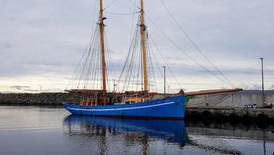 Norðlýsið hotellskip fyri Closed for Maintainance í Nólsoy.