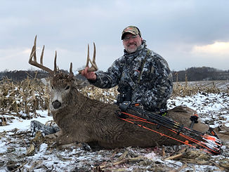 Iowa Whitetail Bow Kill MDL Outfitters.j
