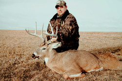 Iowa Whitetail Deer Hunts   MDL OUTFITTERS