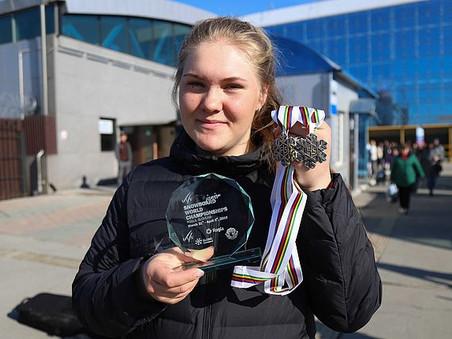 МСМК стала воспитанница СШОР по горнолыжному спорту и сноуборду г. Южно-Сахалинска София Надыршина.