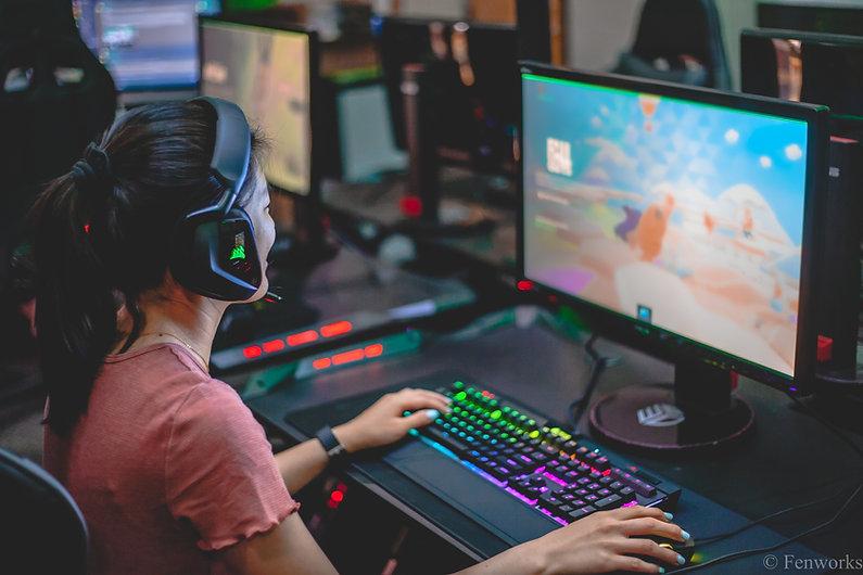 esports girl gaming