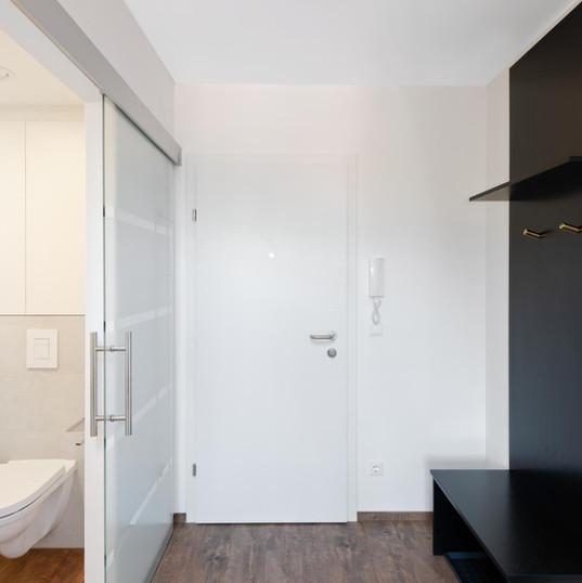 Eingangsbereich mit Garderobe und WC