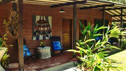 Varanda e uma das famosas tapeçarias da Eila