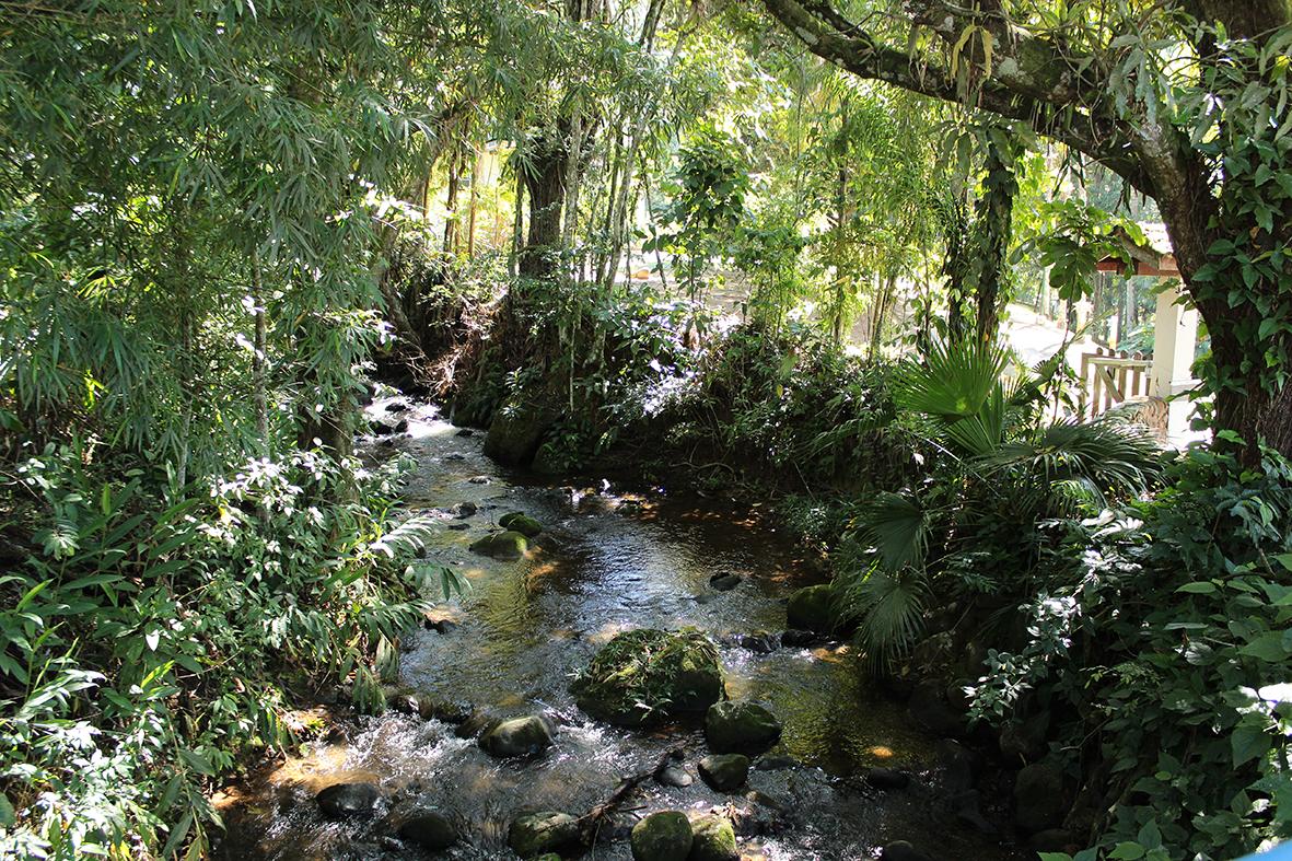 O Rio que corta a Pousada