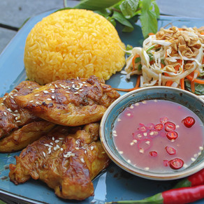 (COM GA HOI AN) Rice Plate With Grilled Chicken & Salad in Hoi An style