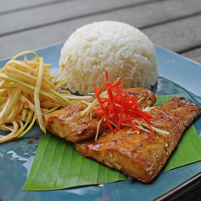 (Ca Chem Nuong Mam Xoai) Grilled Sea Bass with Spicy Green Mango Salad