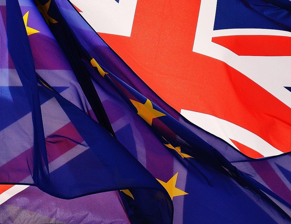 Fahnen der EU und GB