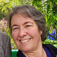 Deb in Giverney2 GP2.jpg