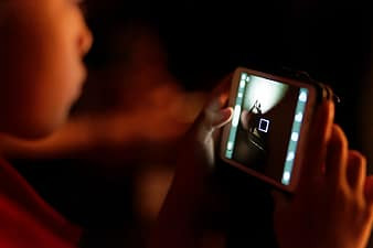 How to manage your child's cellphone use