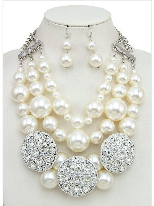 EXTRAORDINARY PEARL NECKLACE SET
