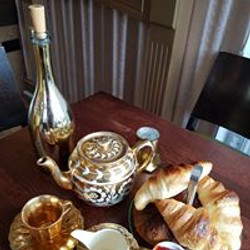 tea, croissants