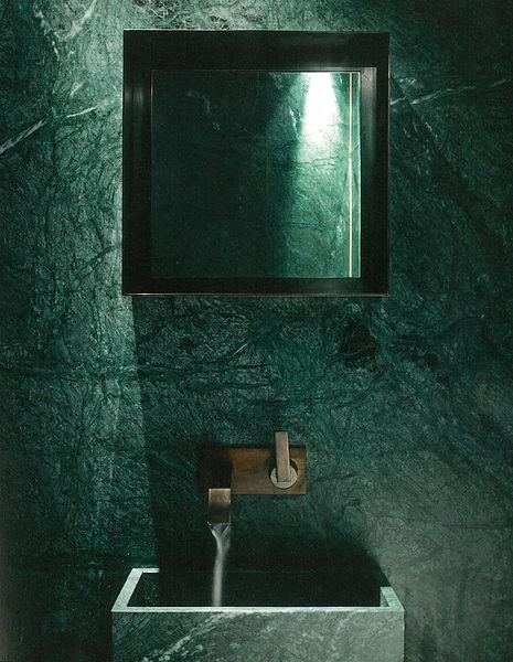 Koupelna s obkladcem z mramoru Green India