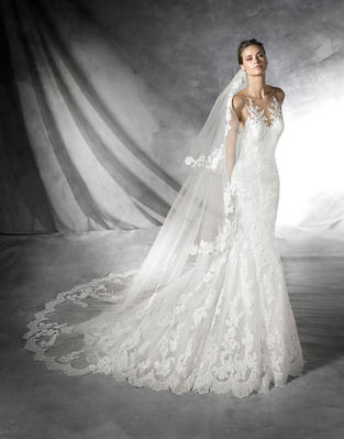 Pronovias Kanten  fishtail jurk  €1.499
