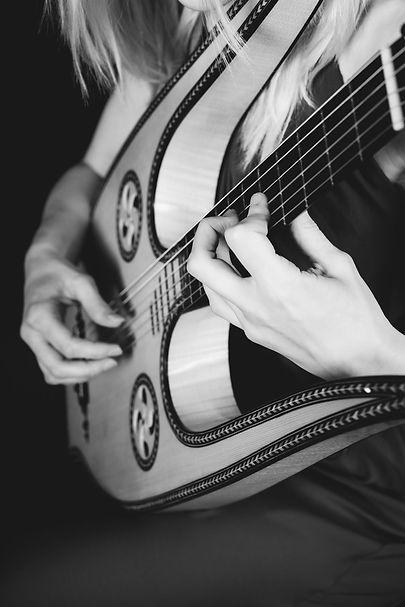 Ieva Baltmiskyte lyre guitar