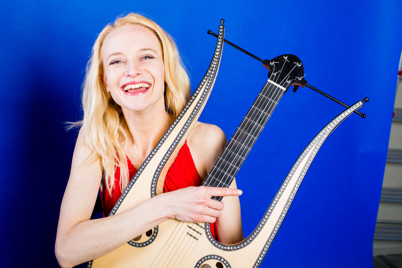 Ieva Baltmiskyte - lyre guitar