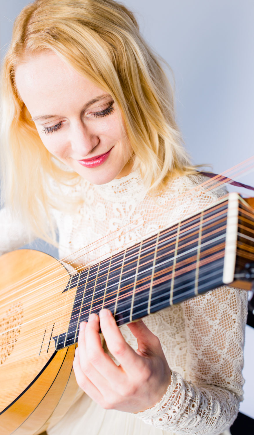 Ieva Baltmiskyte on lute guitarist
