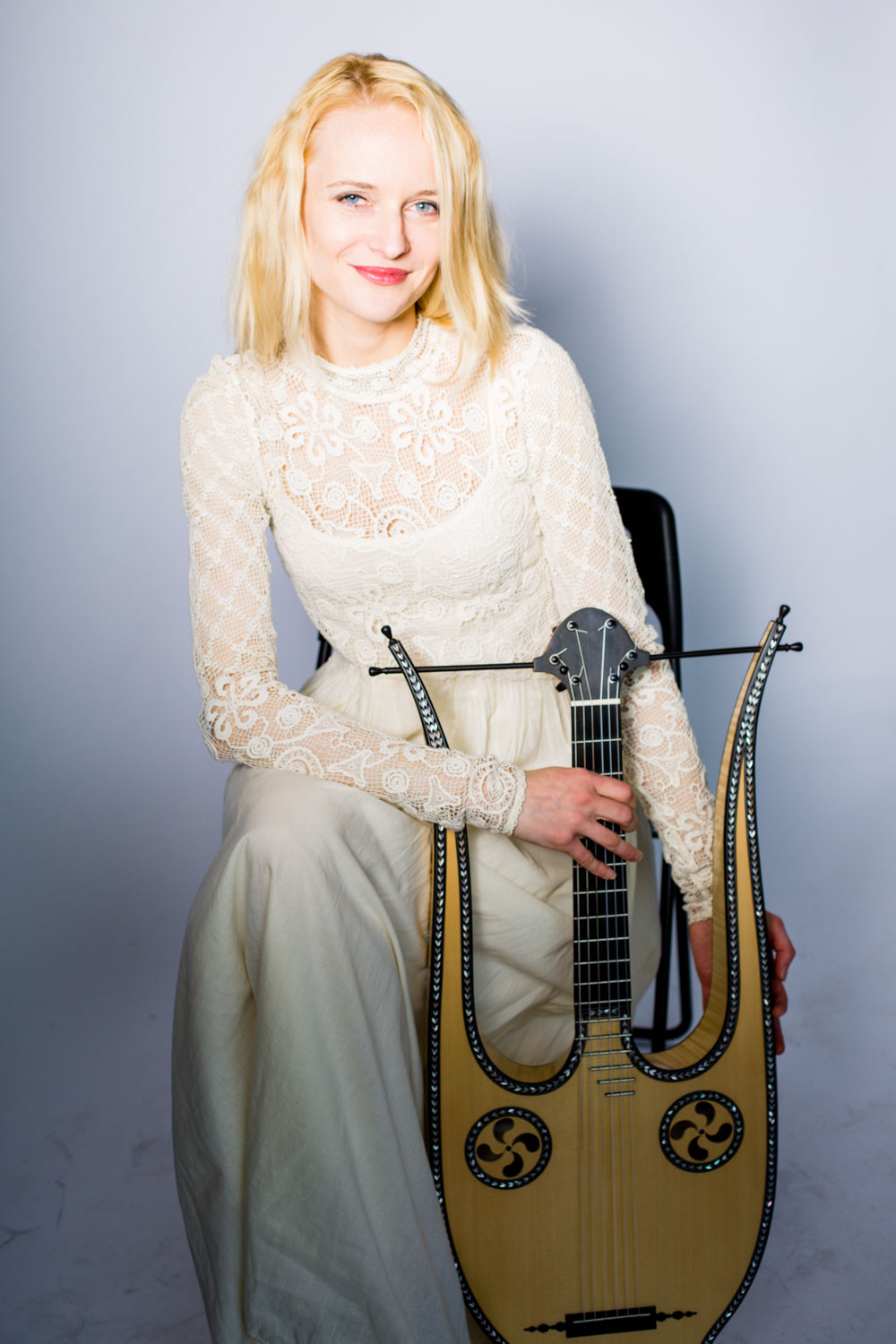 Ieva Baltmiskyte on Lyre guitar