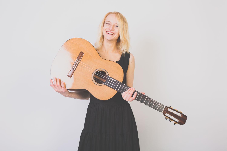 Ieva Baltmiskyte guitarist brussels