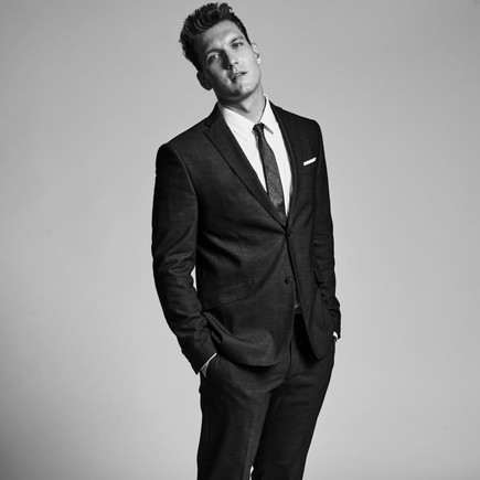 26 Magazine Chats with CW's 'Crazy Ex-Girlfriend' Star Scott Michael Foster!