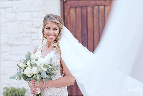 22-Taylor_Ashton_Gardens_Bridal_Portrait