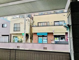 床屋さんの横にあります!大島駅A1出口徒歩1分です。