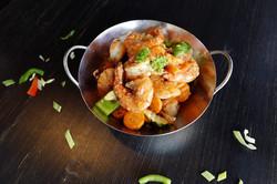 Stir-fry prawns with chili pepper