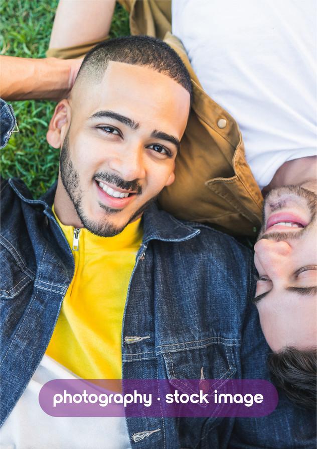 pareja gay en la calle